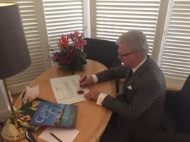 image - Qld Governor de Jersey signs 2016 writ