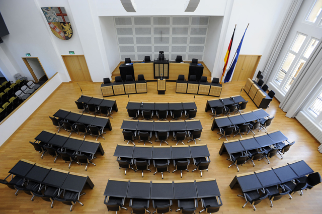 image - Saarland Landtag - Plenarsaal.jpg