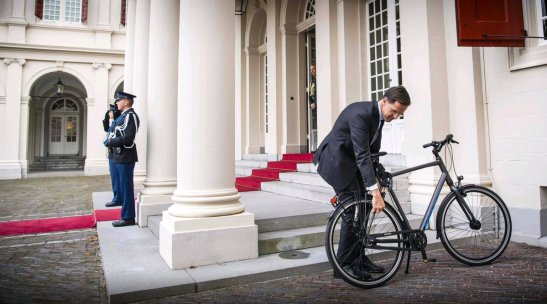 image - Mark Rutte cycling to Dutch palace